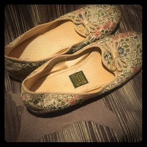 Vintage 1960s Daniel green slippers never worn